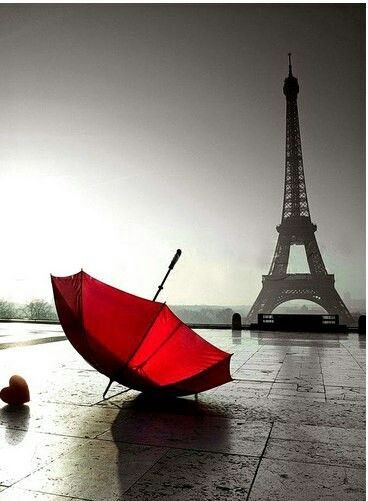Pin By Gege Gege On Black And White Eiffel Tower Paris Wallpaper Red Umbrella