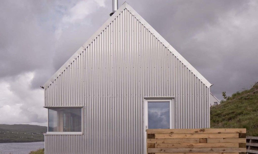 Self Built Tinhouse Is A Contemporary Take On Isle Of Skye Vernacular Design In 2020 Architecture Rural House Tin House