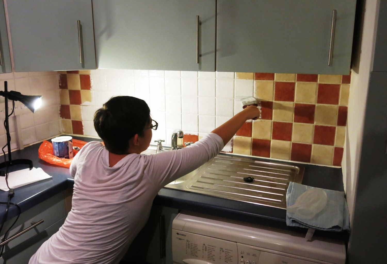 Renovar la cocina o el ba o pintando simplemente los azulejos design interiores pinterest - Pintar azulejos de bano antes y despues ...