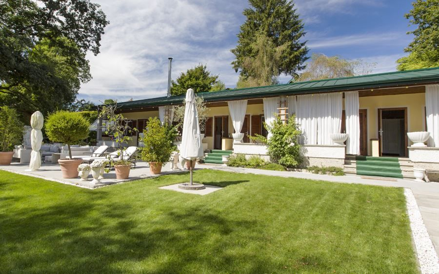 An unsurpassable summer #house awaits you at the end of a tranquil cul-de-sac on the picturesque #Wallersee lake.
