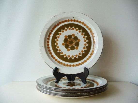 Here are 4 dinner plates in the rare Hazelwood pattern made by Midwinter Stonehenge, a division of Wedgwood Potteries in England. The Hazelwood