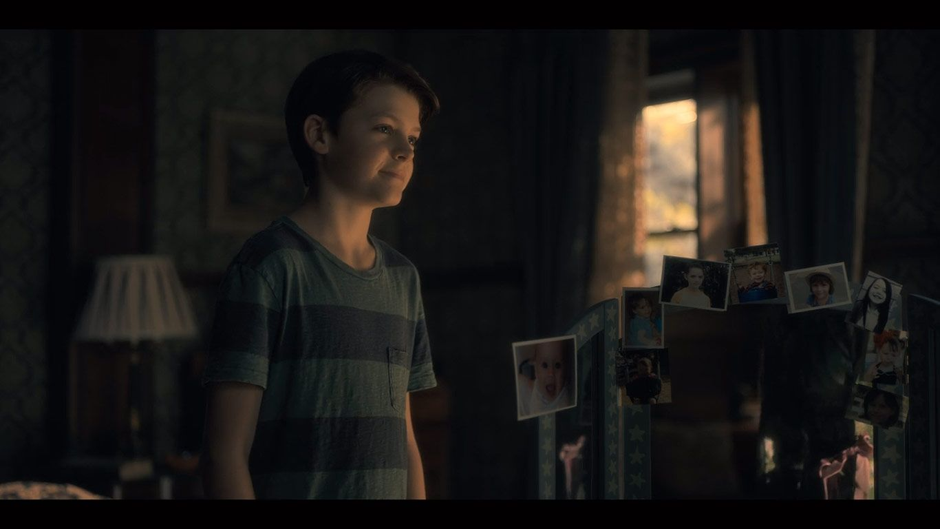 Paxton Singleton As Young Steven In Season 1 Episode 8 Of The Haunting Of Hill House Source Netflix House On A Hill Haunting Hills