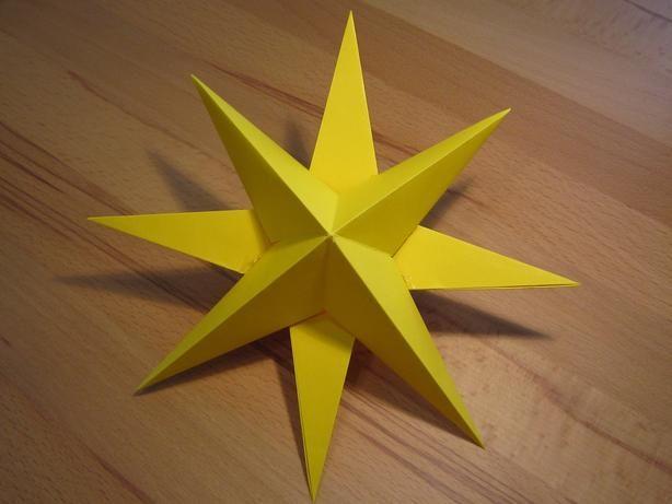 Dreidimensionaler Stern aus Tonpapier