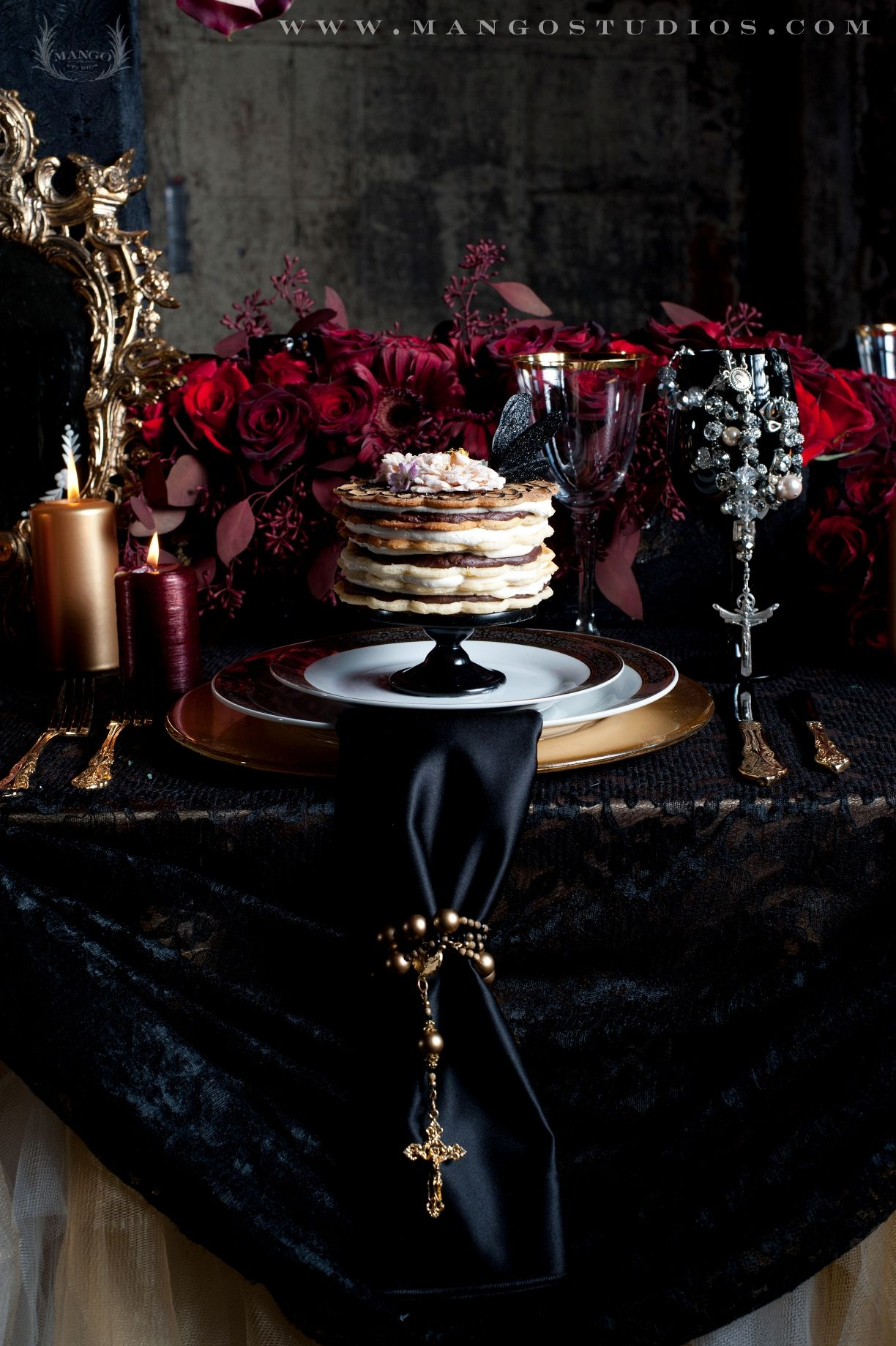 fabulous dinner setting elegant table scape black and red goth chic party time gothic. Black Bedroom Furniture Sets. Home Design Ideas
