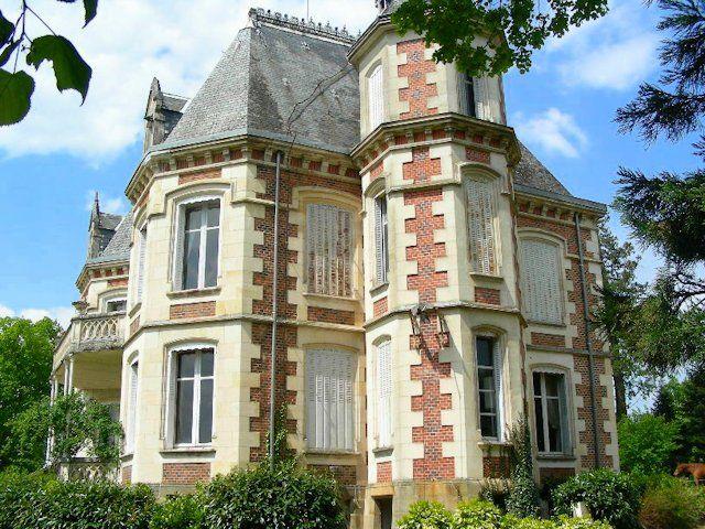 Vallée de la Sioule (03) Élégant château XIXème