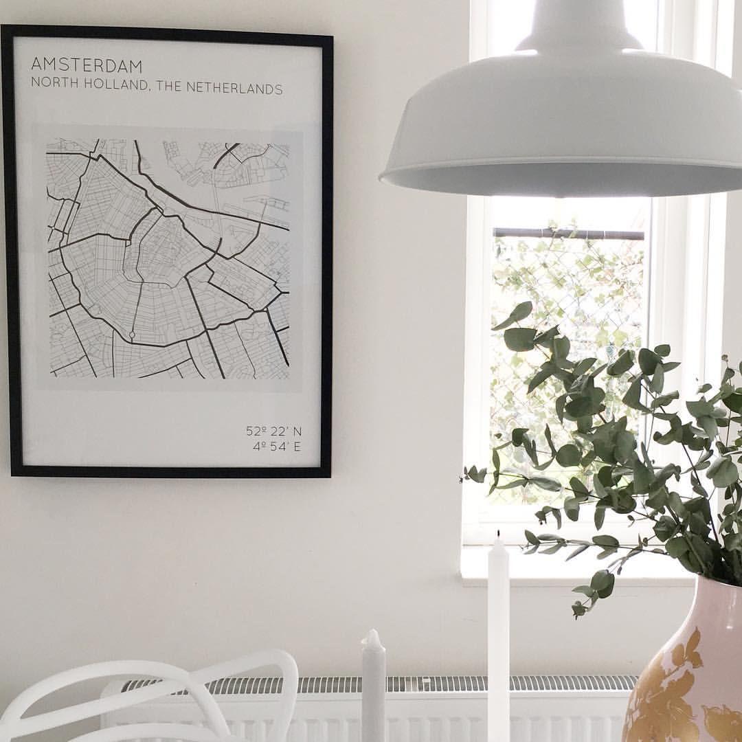 """Inge op Instagram: """"**give-away reminder** deze gave poster van @petakaarten mag ik weg gaan geven aan één van mijn lieve volgers. Je hoeft alleen maar mij @stijl_inge en @petakaarten te volgen, hieronder een reactie te plaatsen welke map (Amsterdam, Kopenhagen of New york) je wilt winnen en 2 vrienden te taggen. And that's it! Maar voor een extra kans om deze mooie map te winnen mag je deze of een andere foto van de map delen met #petakaartenstijlingegiveaway en ons in de foto te taggen…"""