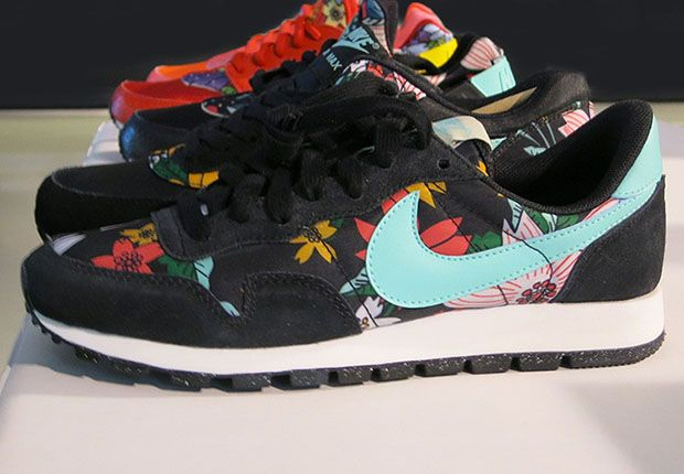 90e2f3748687e  womens  running  shoes Hawaiian Floral Print Nike Air Pegasus 83 Print  Aloha Hawaii Floral Black Sail