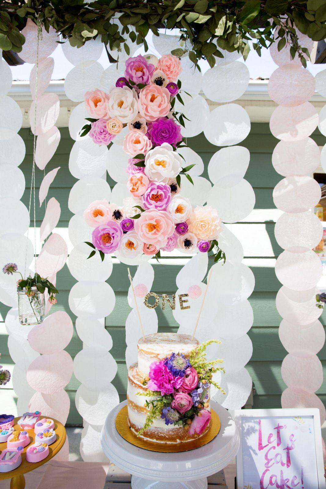 Vivians garden 1st birthday party sweet girls birthdays and a flower garden 1st birthday party for a sweet girl izmirmasajfo