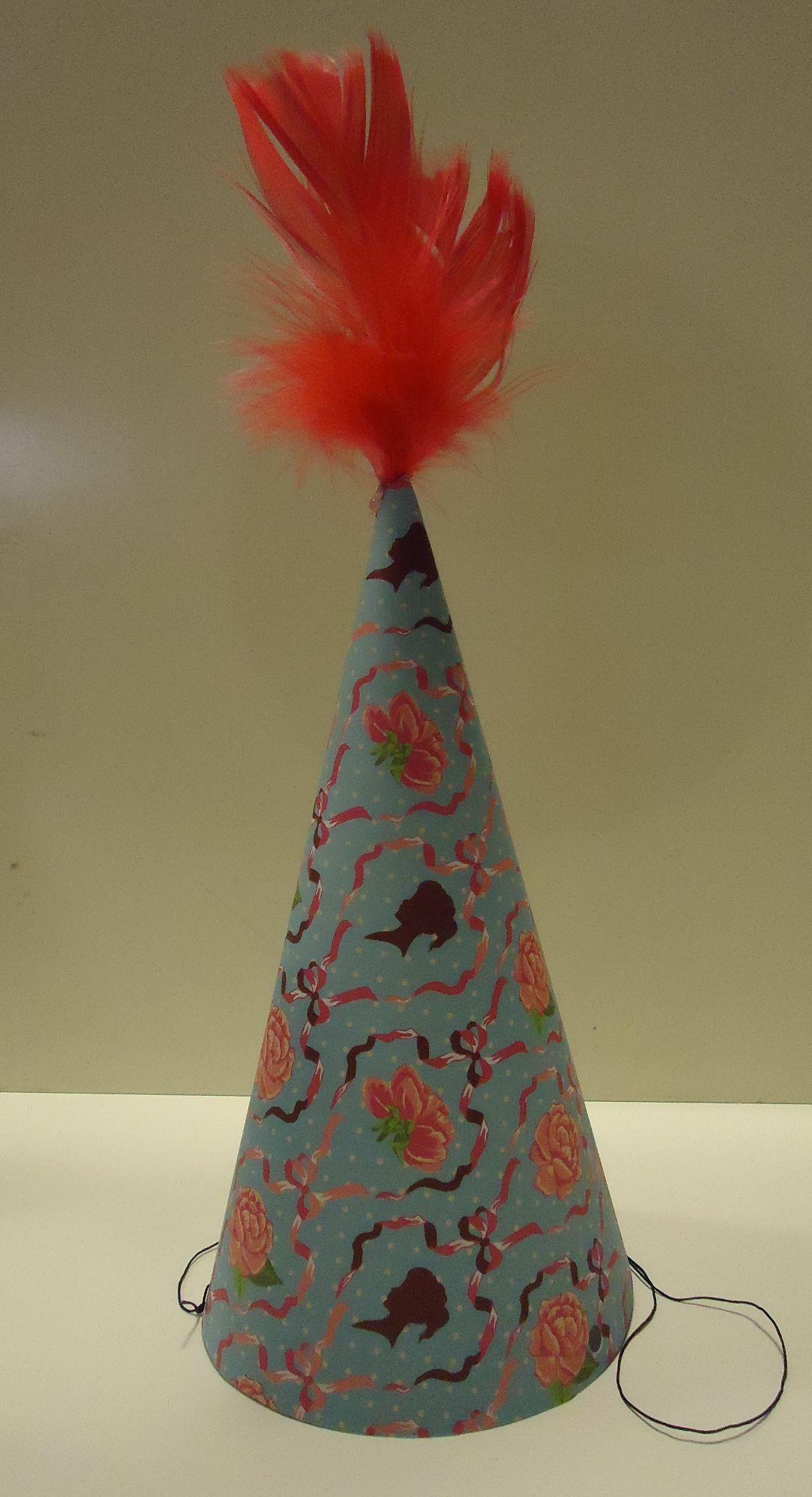 DIY party hat super gemakkelijk feest hoedje met pluimpje boven op (7)