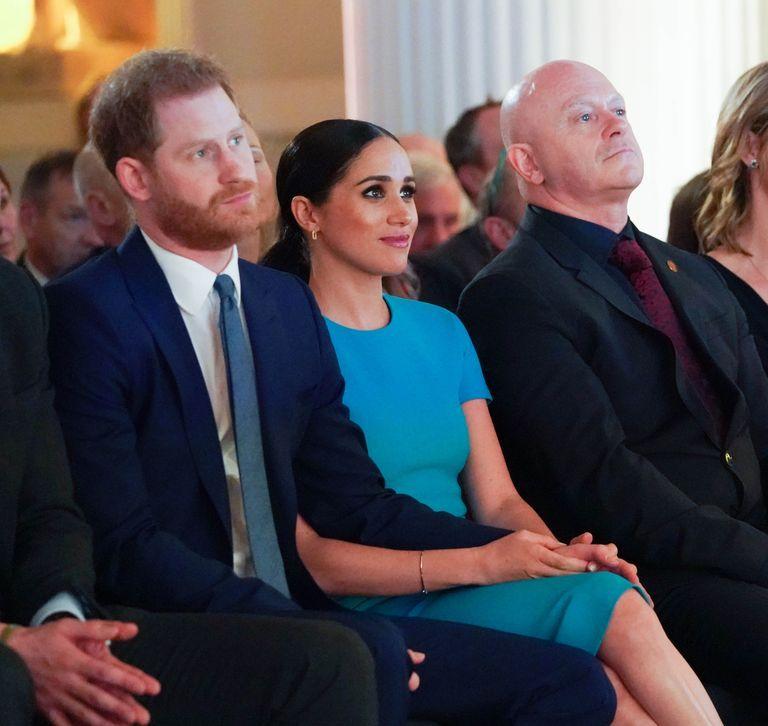 Prince Harry Meghan Markle Show Adorable Pda In London In 2020 Prince Harry And Meghan Prince Harry And Megan Prince Harry Photos