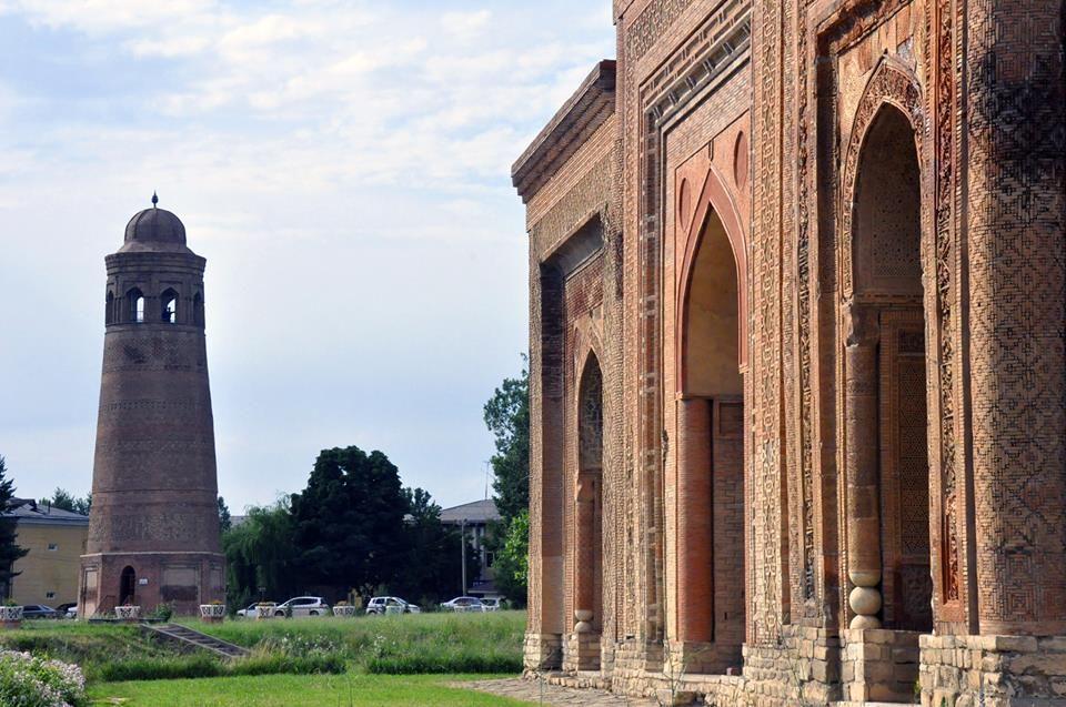 Kırgızistan'da Karahanlılar'dan Kalma Mimari Harikalar Orta Asya'da bin yıl  önce İslamiyeti kabul eden ilk Türk devleti Karahanlılar dönemi… | Kule,  Mimari, Tuğla