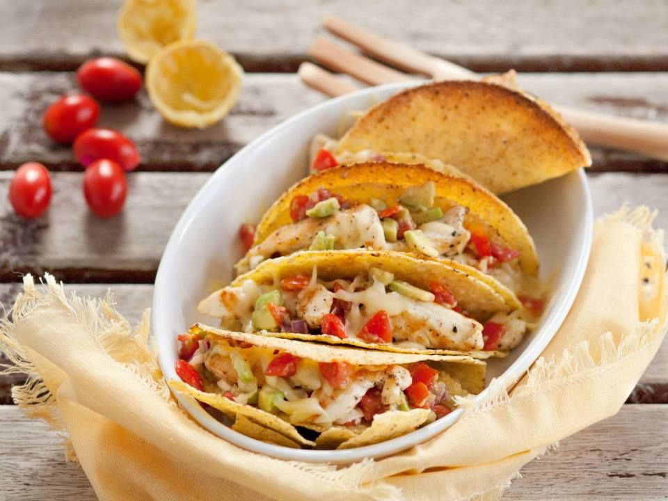 Tacos with chicken and guacamole