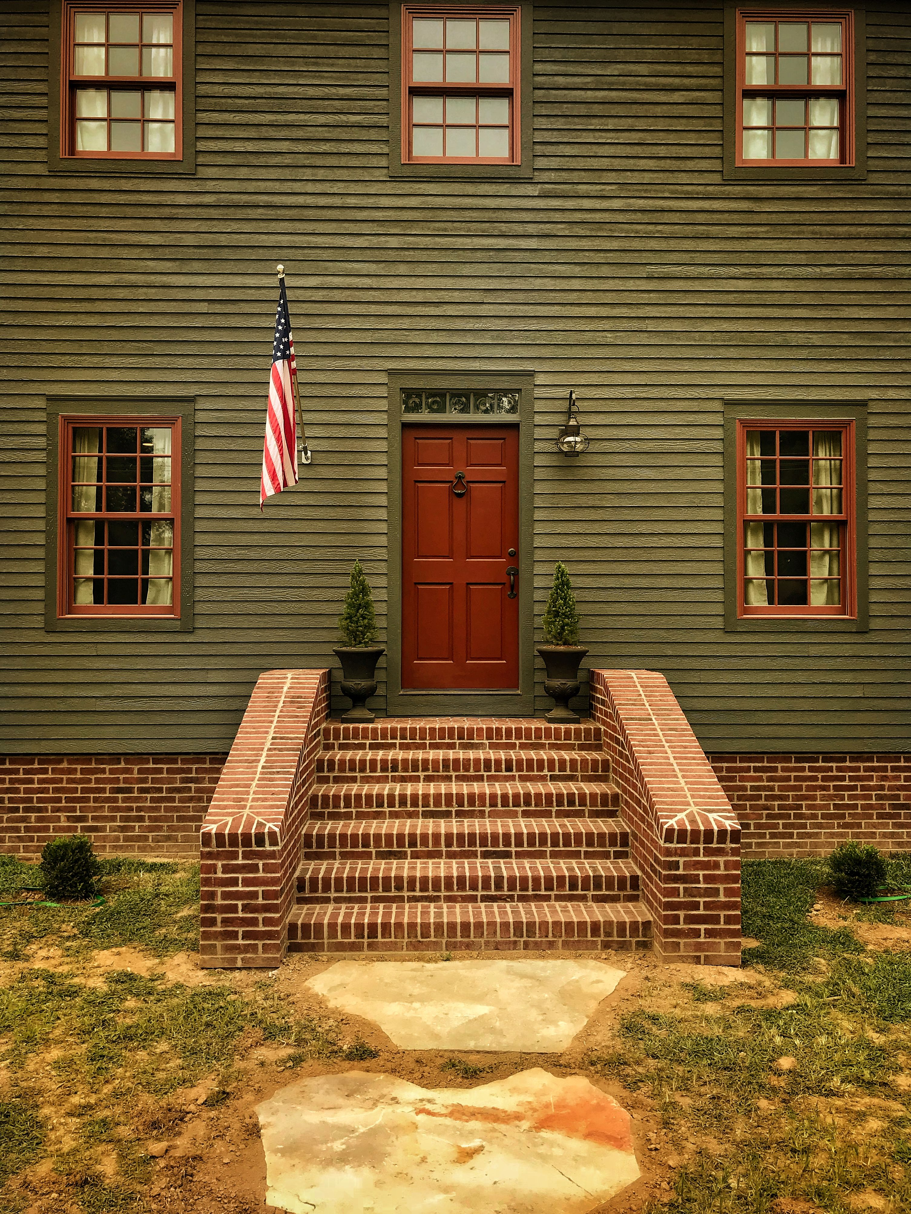Front Door Of Saltbox House Exterior House Colors Colonial House House Exterior