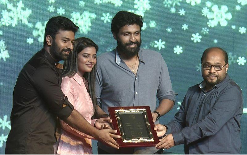 Vaanam Kottattum Movie Team at Loyola College