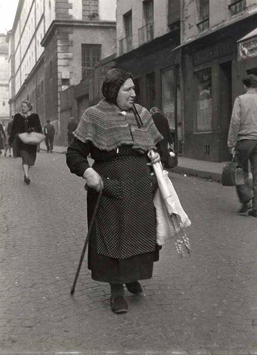 Robert Doisneau. Femme, Paris http://www.auction.fr/_en/artiste/detail/doisneau-robert-13917?tab=ventes-passees