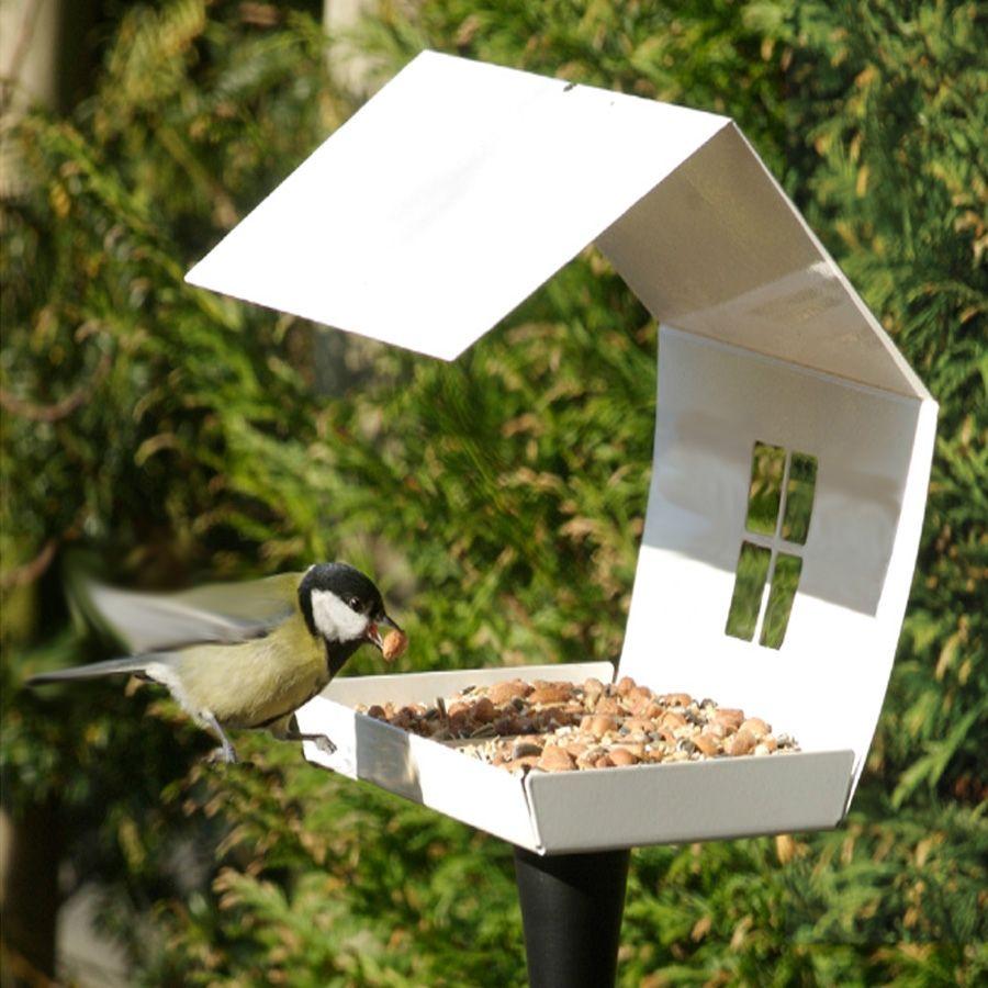 mangeoire pour oiseaux design blanche et son pied phoenix les oiseaux s 39 y sentent comme chez. Black Bedroom Furniture Sets. Home Design Ideas