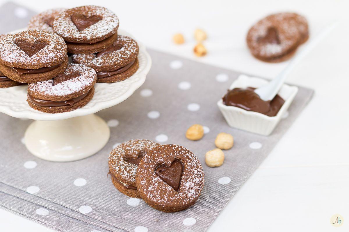 Dolci Da Credenza Biscotti Alle Nocciole : Biscotti al cacao con crema di nocciole