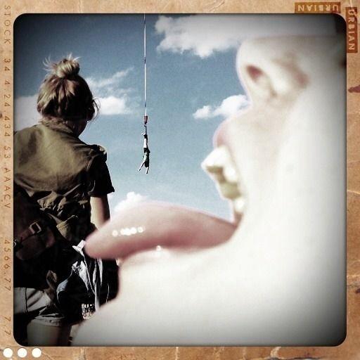 Anika N aus Eppstein: Praktisch, wenn einem das Essen direkt in den Mund fliegt. - Bungee-Jumping-Foto-Fun @Michelle Jurczak Festival 2012