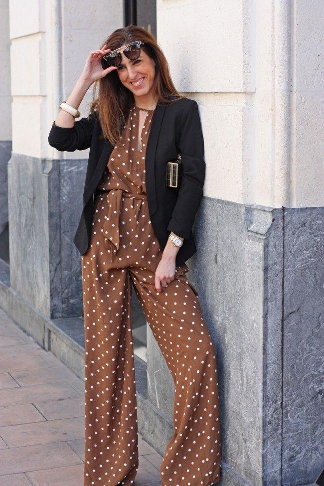 Look con mono de lunares y chaqueta negra por The Highville  Look with dot jumpsuit and black blazer by The Highville  https://goo.gl/BPi2JH