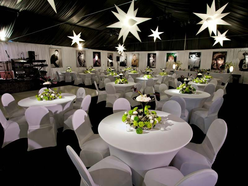 All White Hollywood Party Tablescape Www Cvlinens Com Party