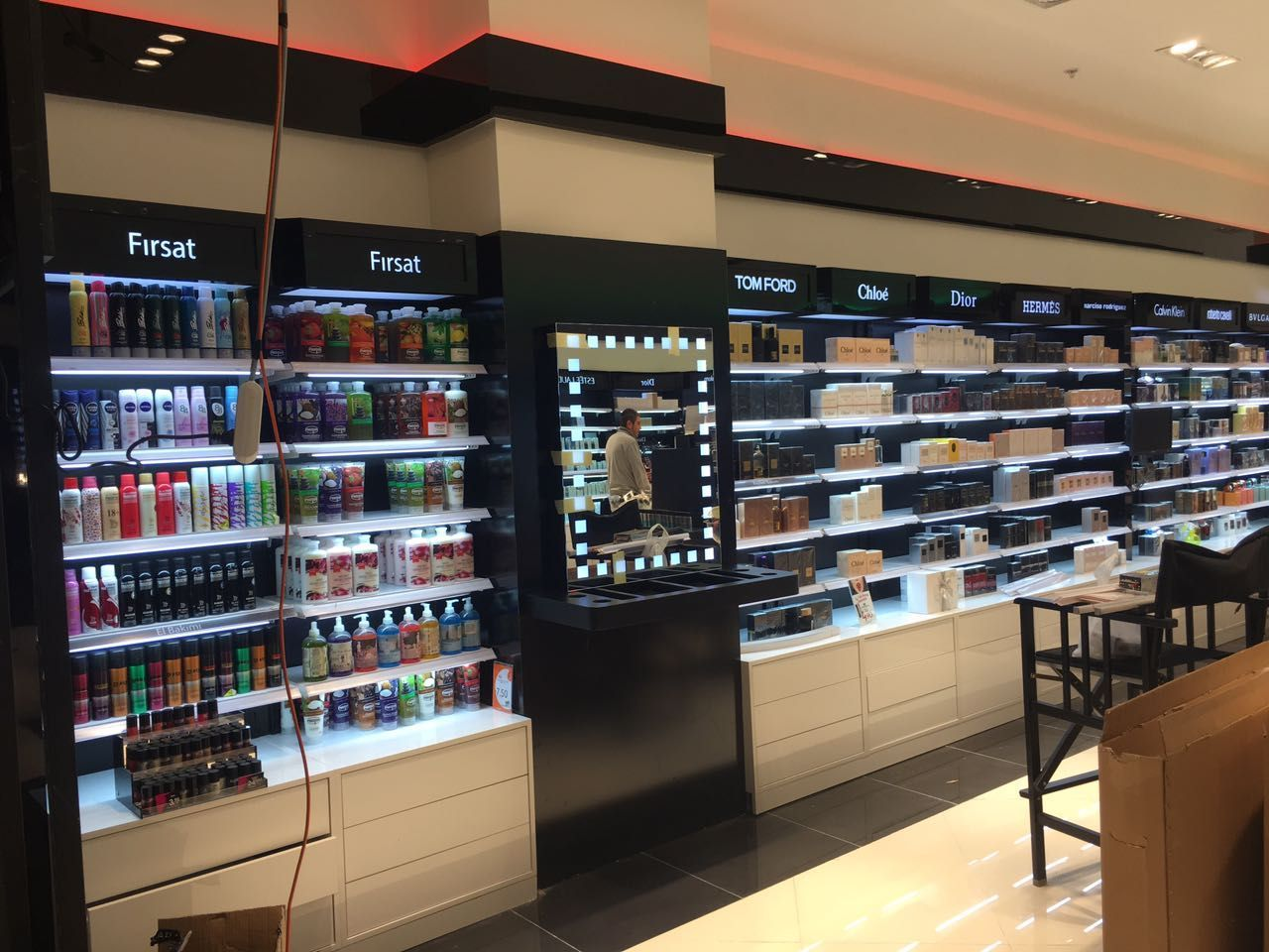 Pin By Abhay Jeet Arora On Retail Display In 2020 Supermarket Design Pharmacy Design Cosmetic Shop