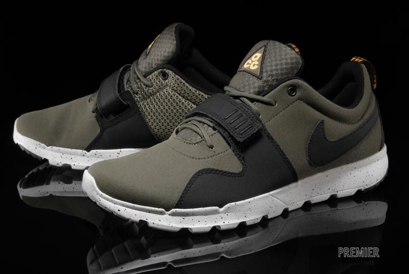 reputable site d1636 2842f Nike Trainerendor - Medium Olive Black   Sole Collector. Like Roshes but  for working out.