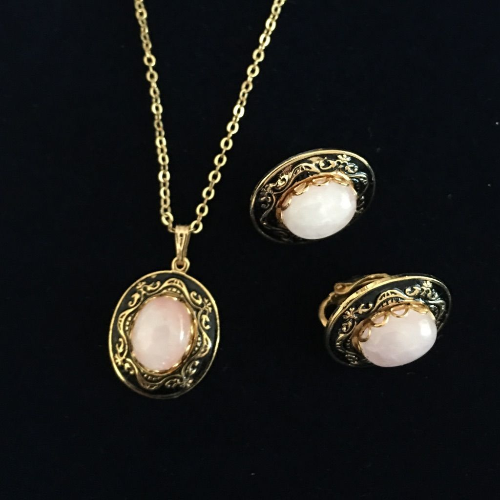 Vintage pendant and earrings set pendants and products