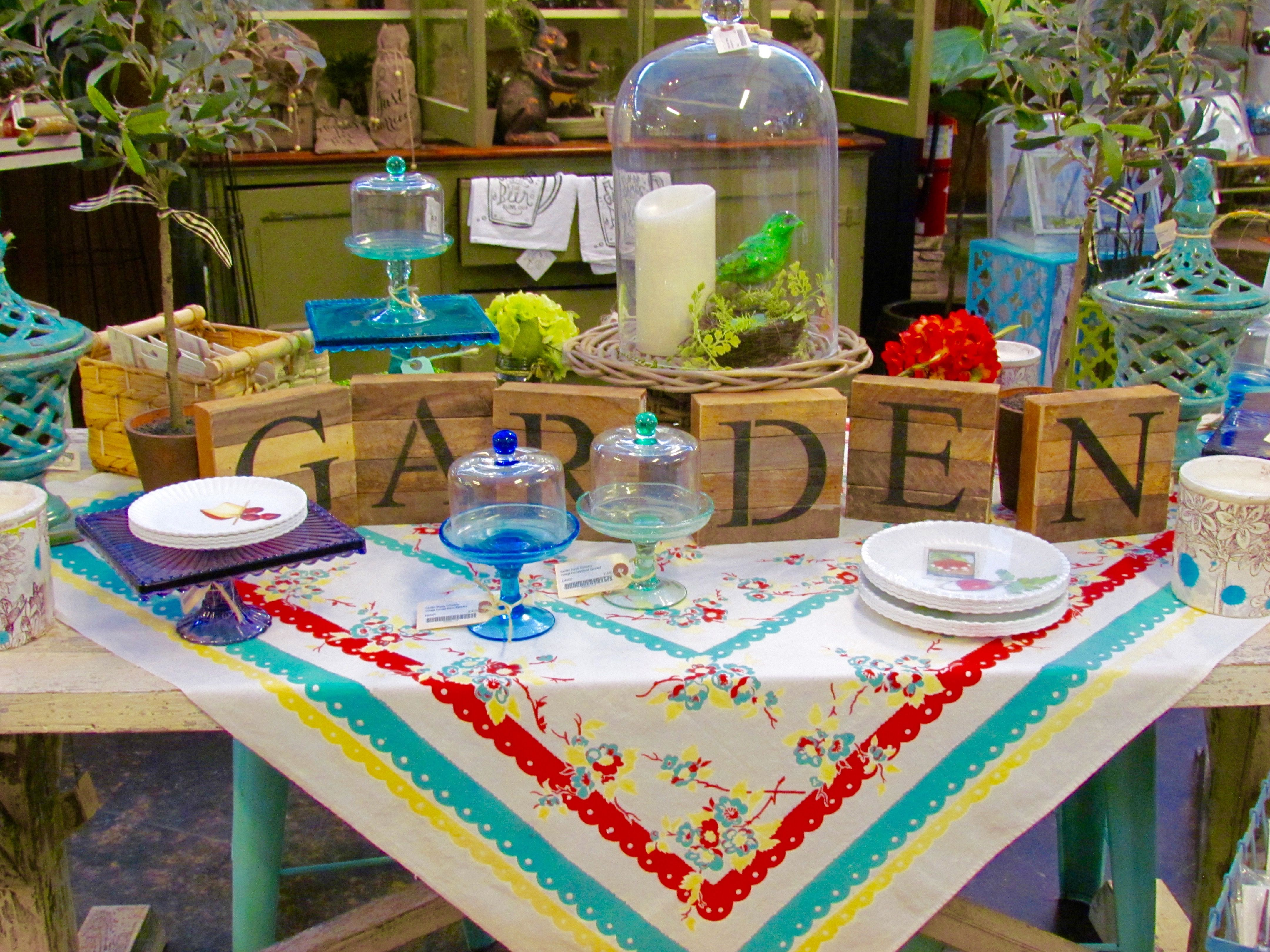 Fun Spring Table Cloth And Outdoor Eating Decor