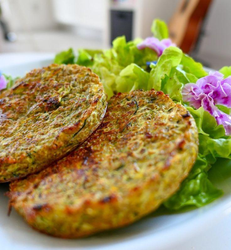 Vegetarische QuinoaZucchiniPastetchen ohne Fett