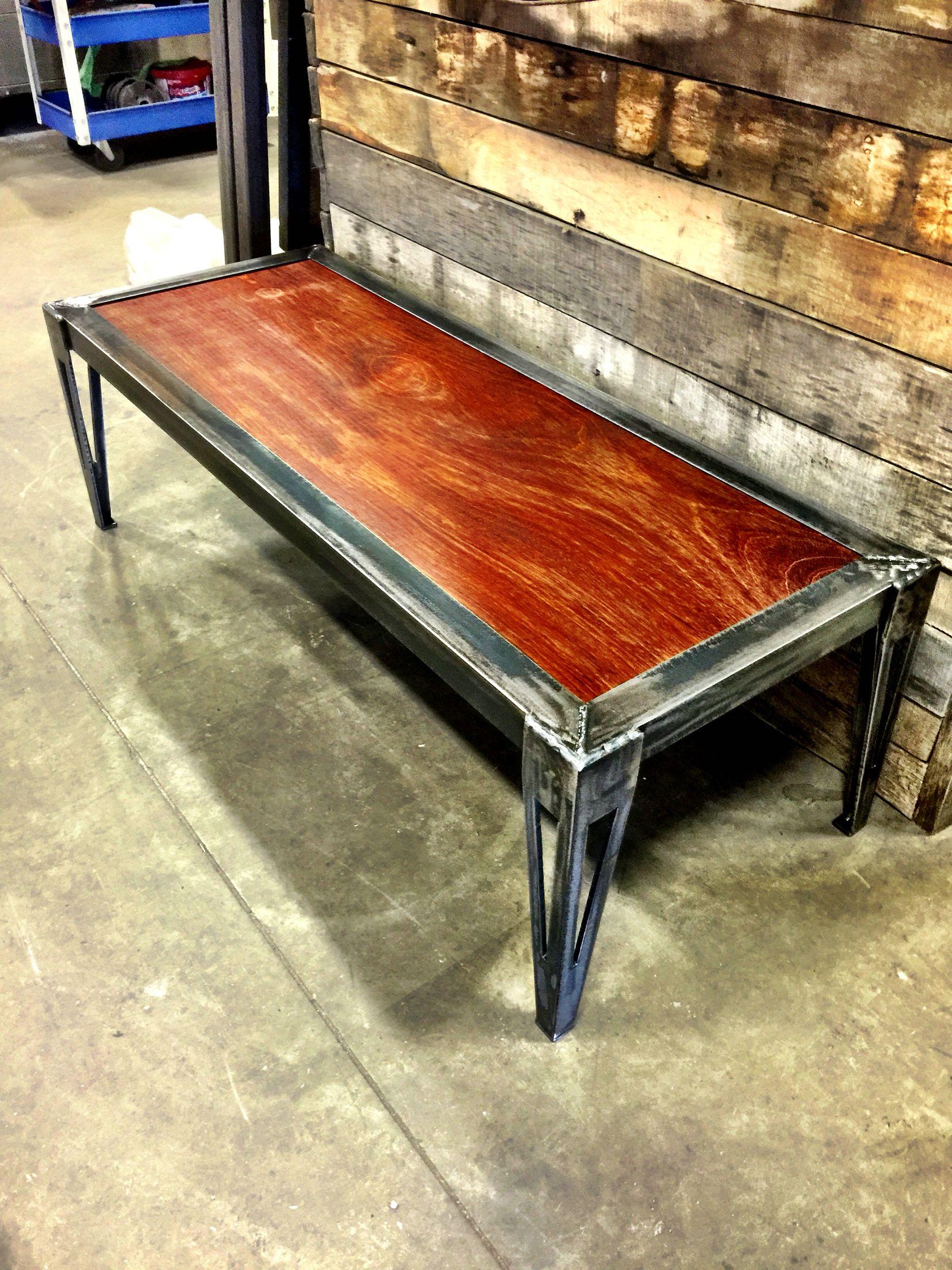 Table de salon fabriqué par Magasin Général Varennes