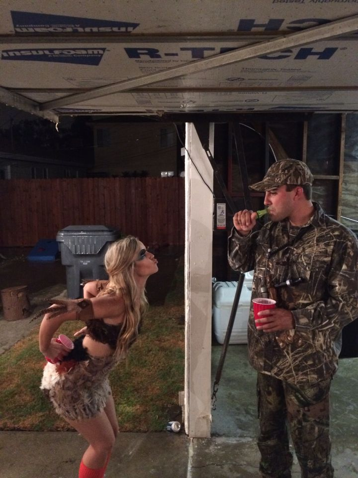 9e6579d91bdf7 Duck and hunter couple costume Country Halloween, Halloween Inspo, Cute Halloween  Costumes, Halloween