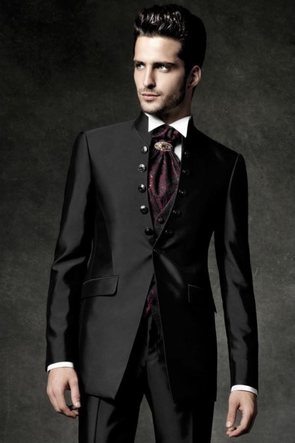 Carlo Pignatelli est né à Latimer dans la province de Brindisi en Son nom  est célèbre dans le monde des vêtements homme pour la cérémonie. C'est…