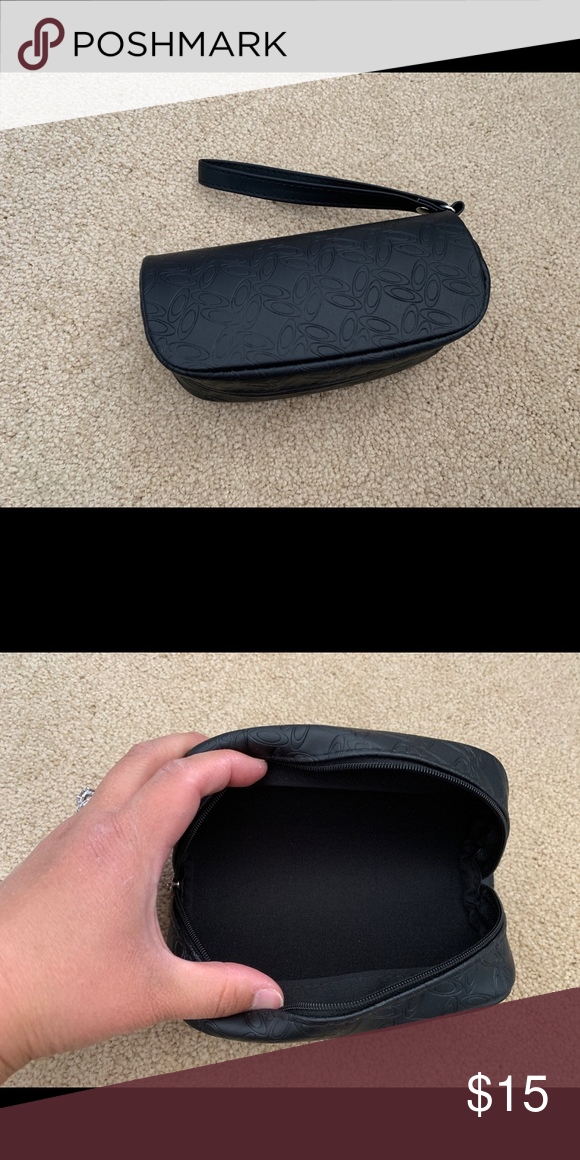 2 black Oakley sunglasses cases You will receive 2 of the