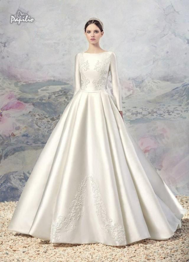 e9af250aa9 Vintage Lace A Line Wedding Dresses 2016 Winter Fall Noble Long Sleeves  White Appliques Satin Bridal Ball Gowns Chapel Train Retro Online with   128.82 Piece ...