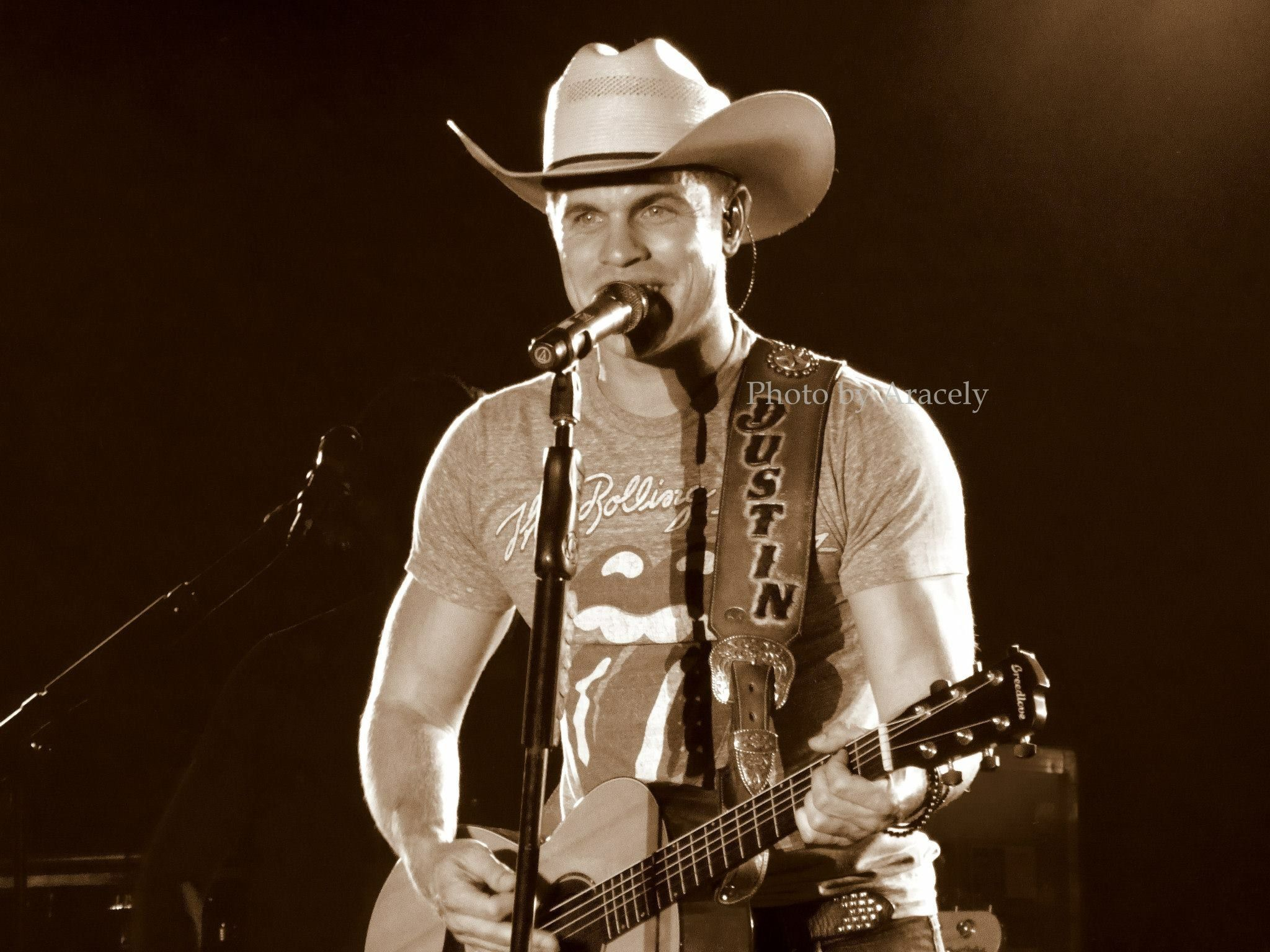 Dustin Lynch at the Umatilla County Fair.