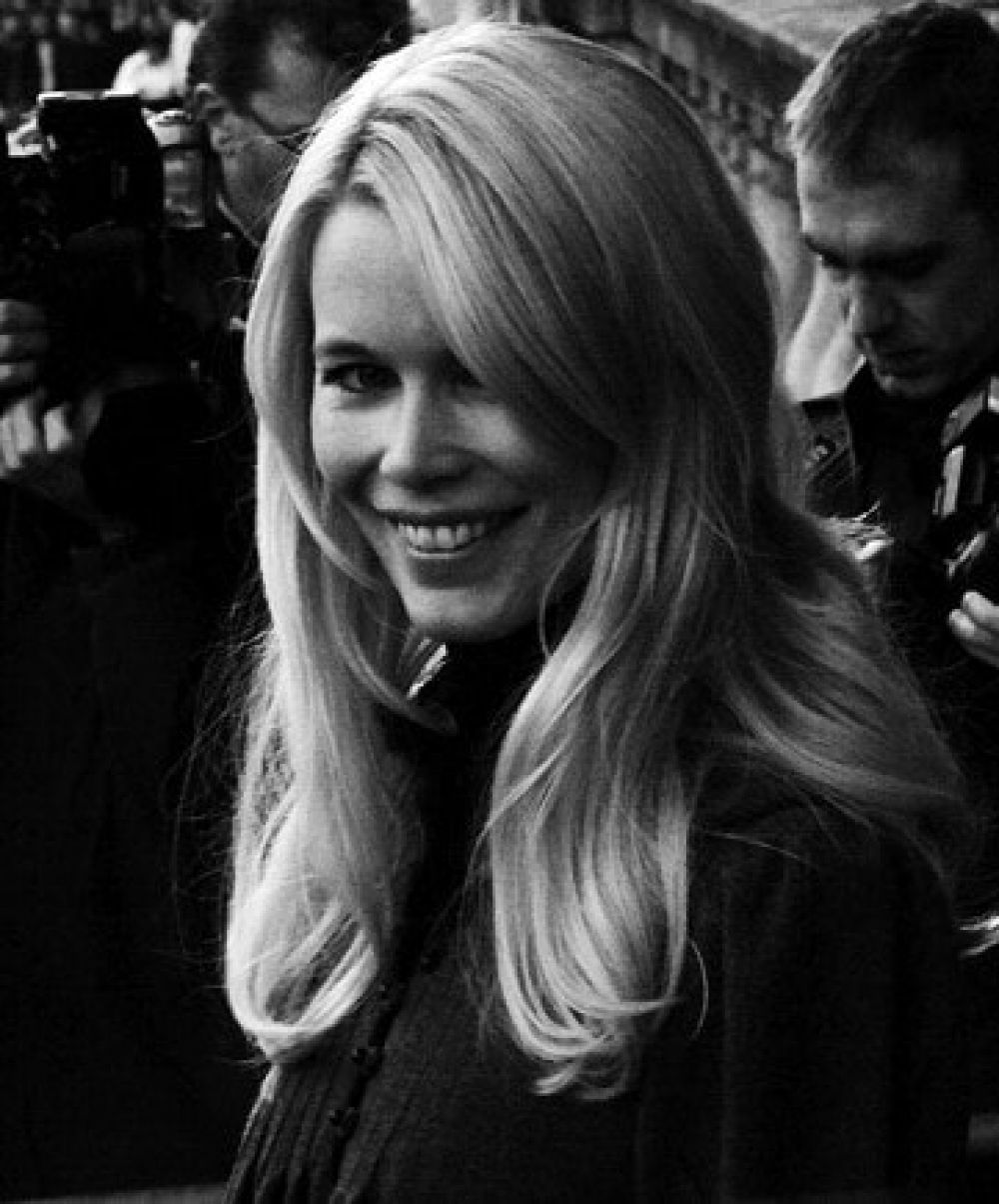 5 Of The Best Beauty Interviews Tips Tricks Straight From The Source Beauty Claudia Schiffer Beautiful Skin