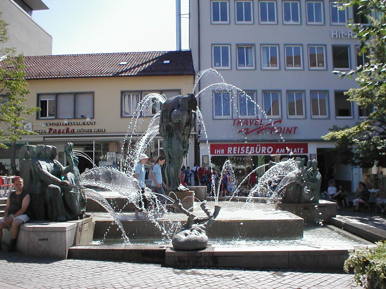 Niemcy Heilbronn Komicy Grajacy Fontanna Z 1996 Roku Na Placu Kiliansplatz Heilbronn Brunnen Stadt