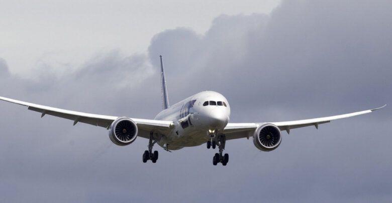 القصر والجمع للمسافر وشروطهما Passenger Jet Vehicles Aircraft