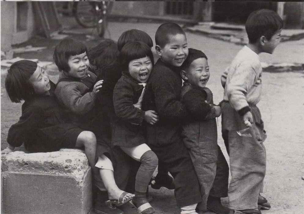 Ken Domon, The Children of Chikuho, Japan. 1960. これは筑豊ですが, 軍艦島にも当時このような元気いっぱいの子供達が溢れ返っていました。朝鮮人ではなくみんな地元の人です。