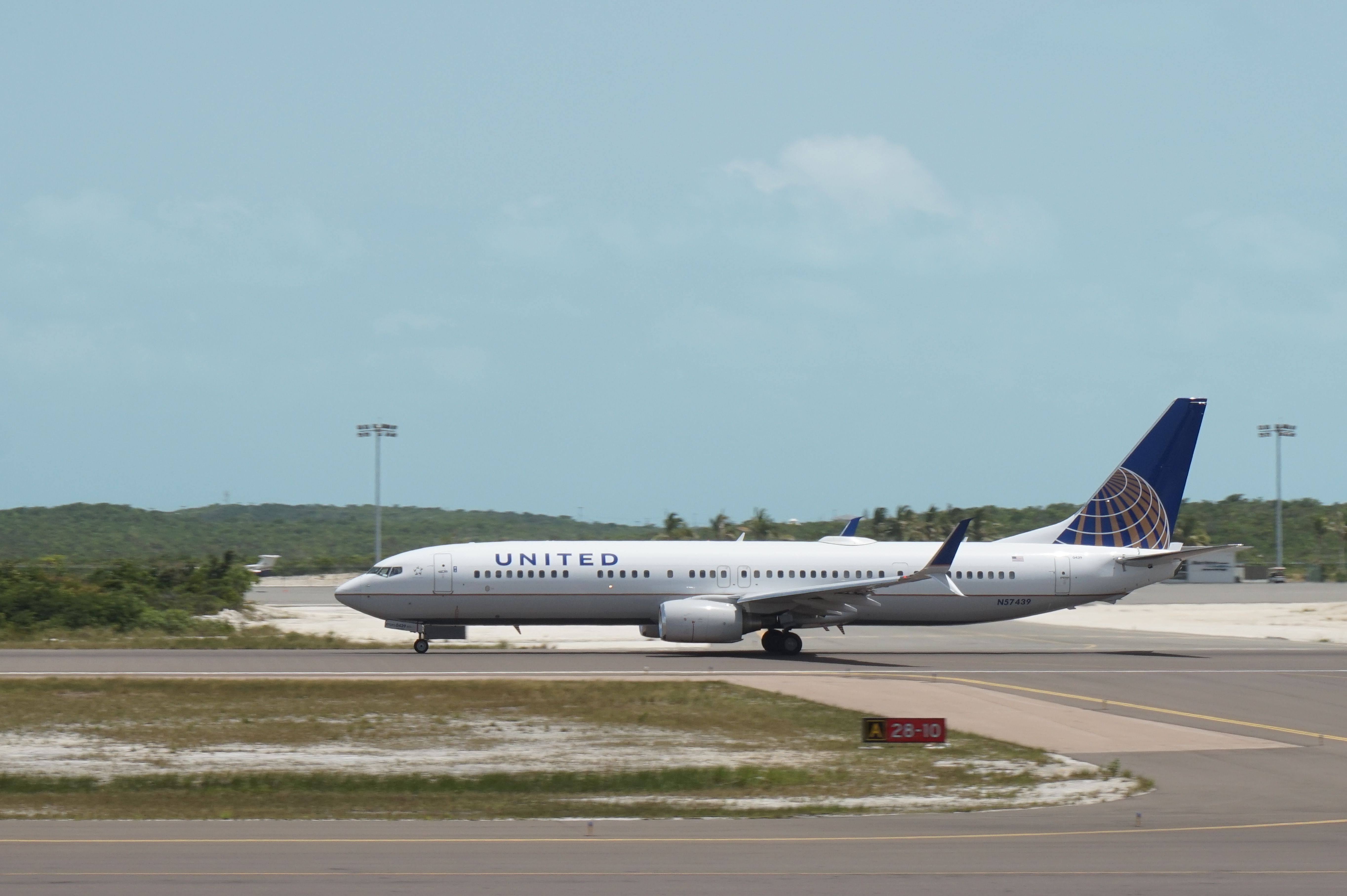 United B737 departing Providenciales International Airport