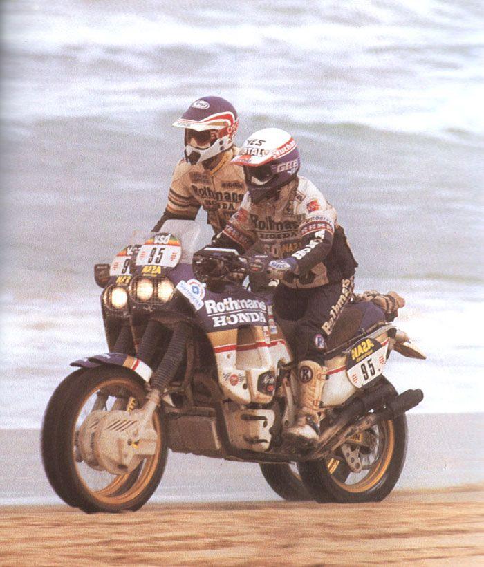 2 x HONDA NXR 750 in Aktion am Strand von Dakar  5092510a67