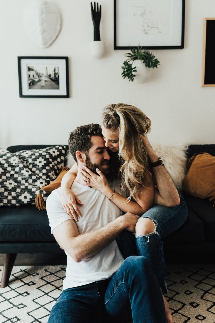 Adorable engagement photo shoot | fabmood.com #engagementphoto #engaged #engagement #ido #couple #engagementphoto #engagementthemes #engagementsession #coupleportraits