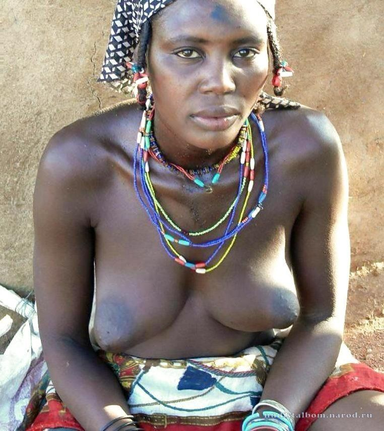 огромные груди у африканских девушек