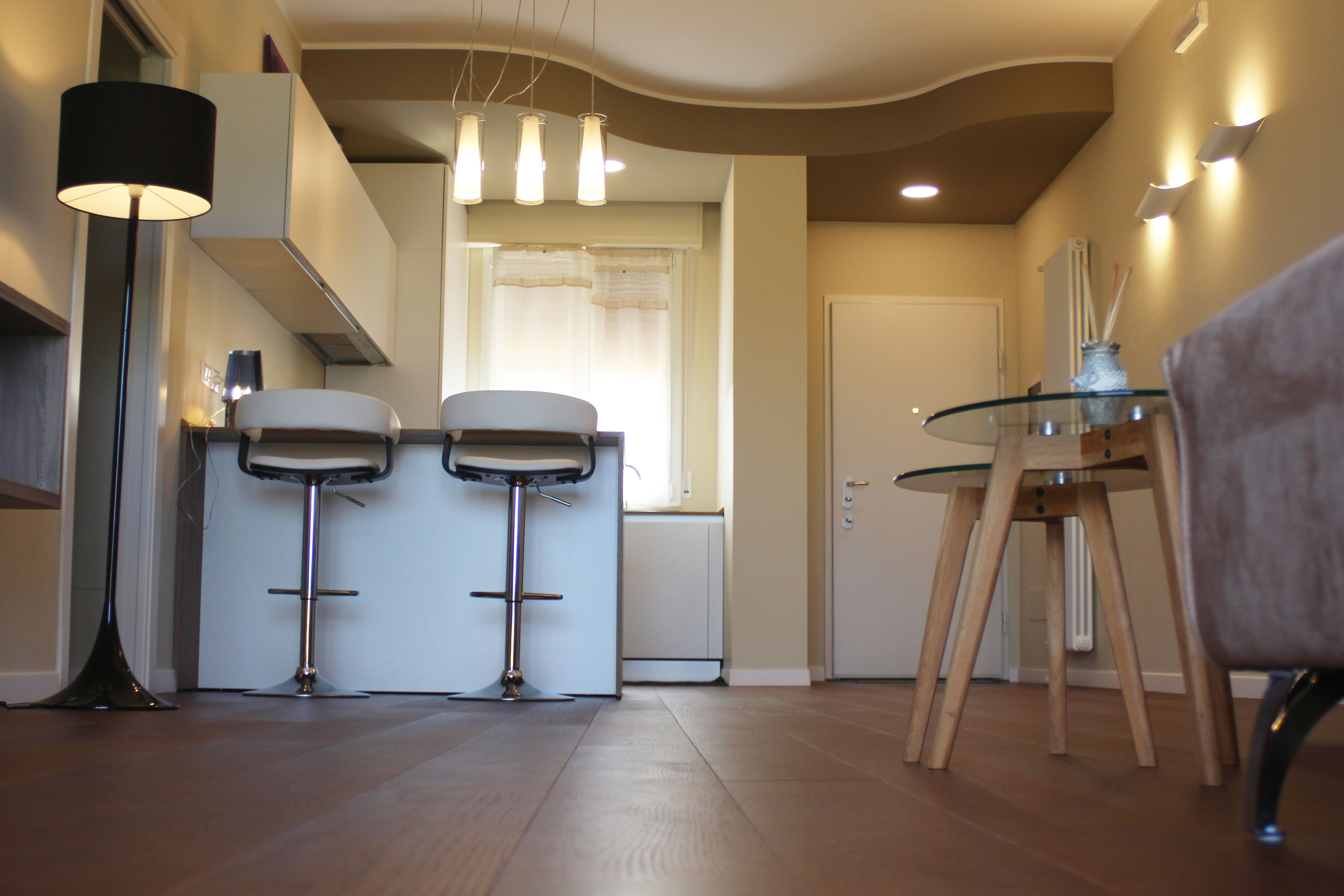 Soluzione ingresso cucina, con controsoffitto sagomato per ...