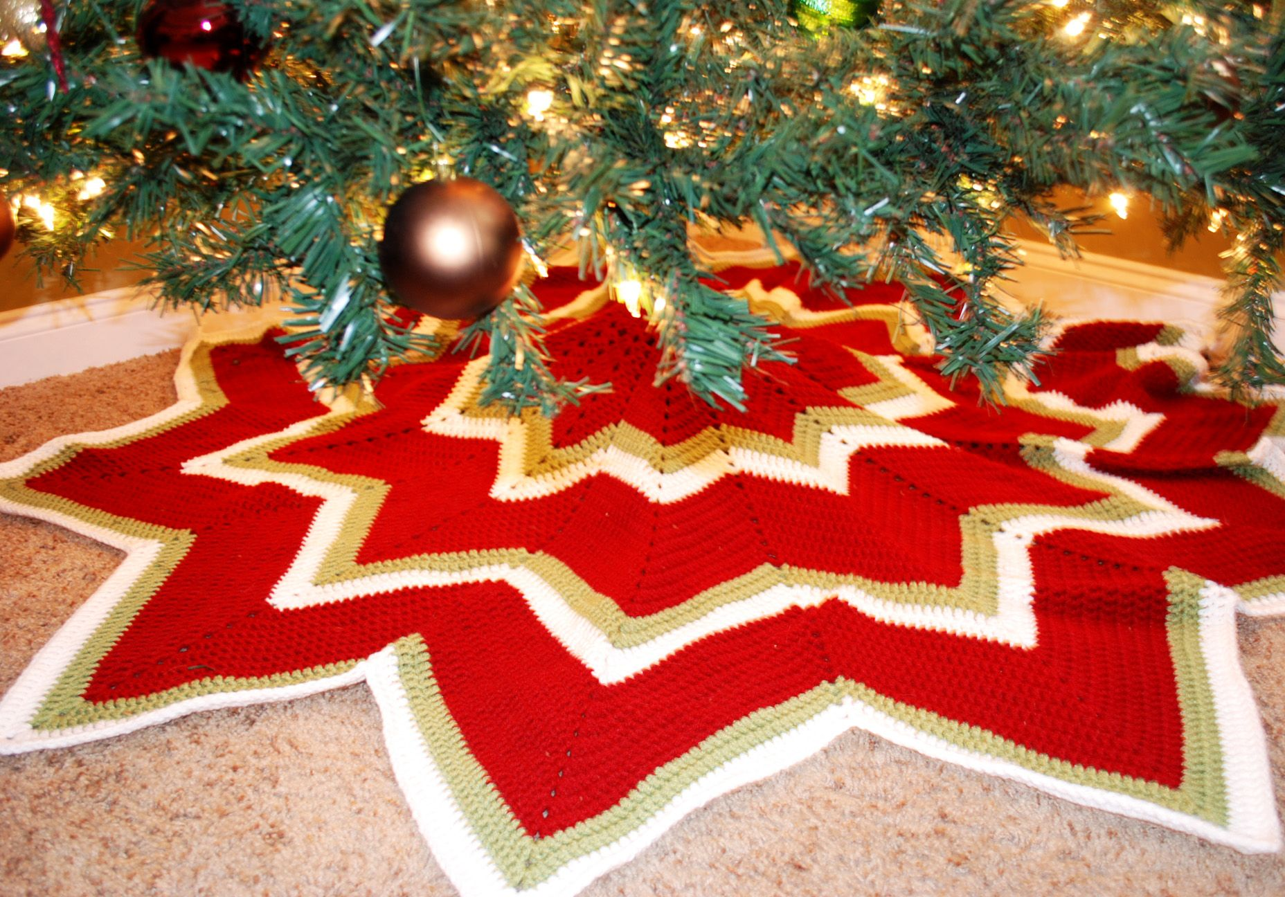 Puff stitch flowers tree skirts crochet and crochet christmas 12 pointed star tree skirt bankloansurffo Gallery