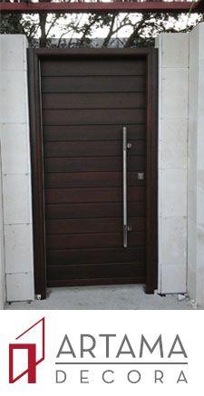 Puerta Blindada Para Exterior En Color Nogal Oscuro Texturado Con Paneles Exteriores De Aluminio House Design Doors Outdoor Decor