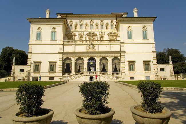 Roma | Il Parco dei Musei | Villa Borghese E tra le ville romane una delle più ricche di testimonianze artistiche e paesaggistiche. Al suo interno racchiude edifici, sculture, monumenti e fontane, opera di illustri artisti dellarte barocca, neoclassica ed eclettica, contornati da alberi secolari, laghetti, giardini allitaliana e grandi spazi liberi.Per la sua incredibile concentrazione di musei e istituti culturali, la villa è definita Parco dei Musei.