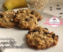 Cookies super light con avena e gocce di cioccolato (40 calorie a biscotto)