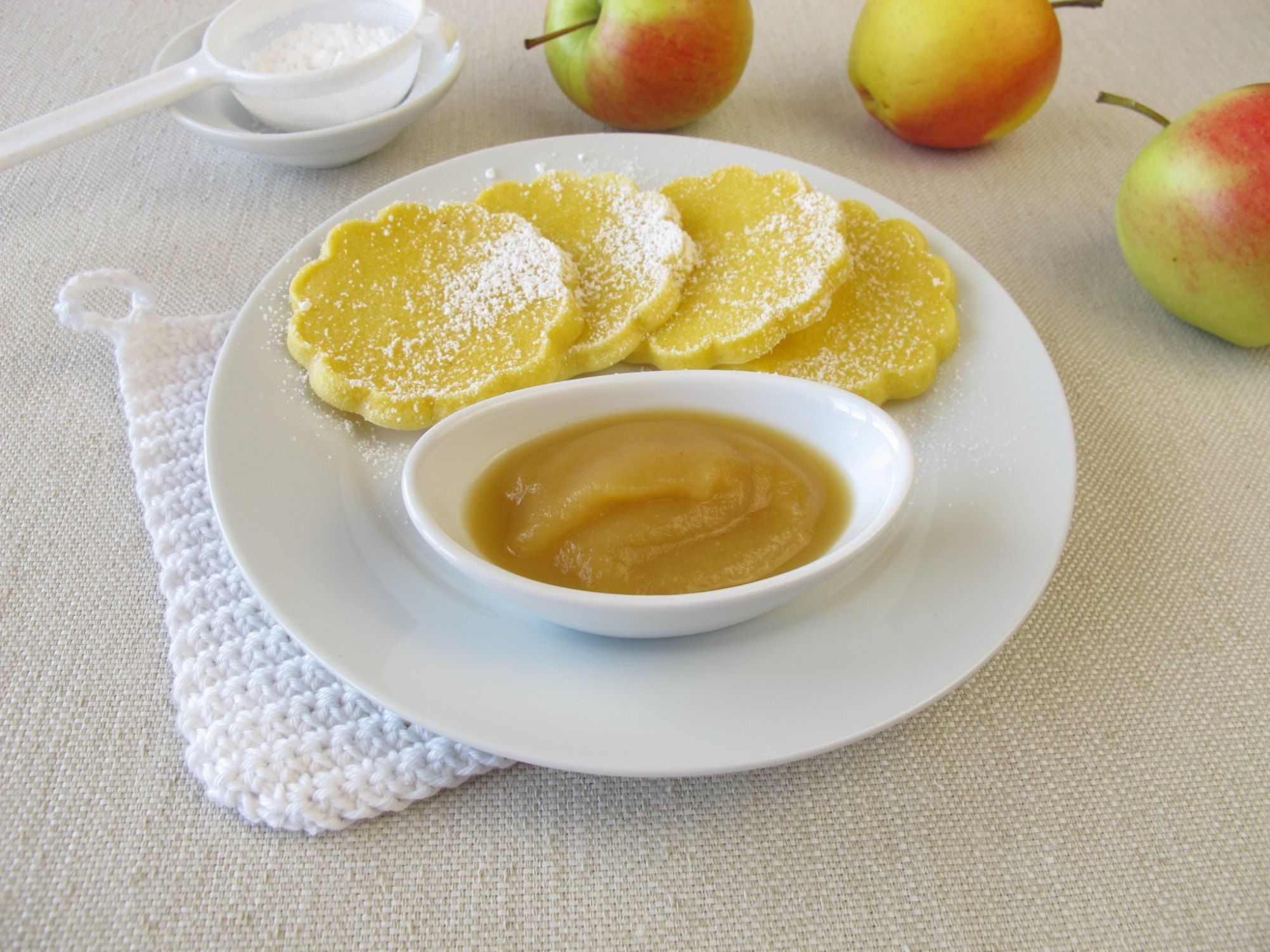 How to Use Applesauce Instead of Oil When Baking Recipe