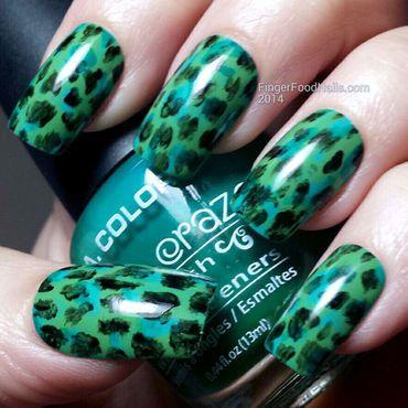 a little bit of marc jacobs nail artsam  green